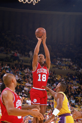 LOS ANGELES - 1989:  Kenny Payne #18 of the Philadelphia 76ers shoots against the Los Angele Lakers during the 1989-1990 NBA season game at the Great Western Forum in Los Angeles, California. (Photo by Ken Levine/Getty Images)