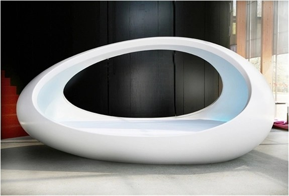 Lomme Egg Shaped Bed