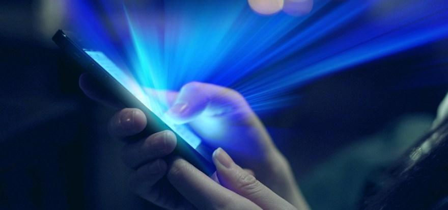 Resultado de imagen para bajar el brillo de la pantalla del celular