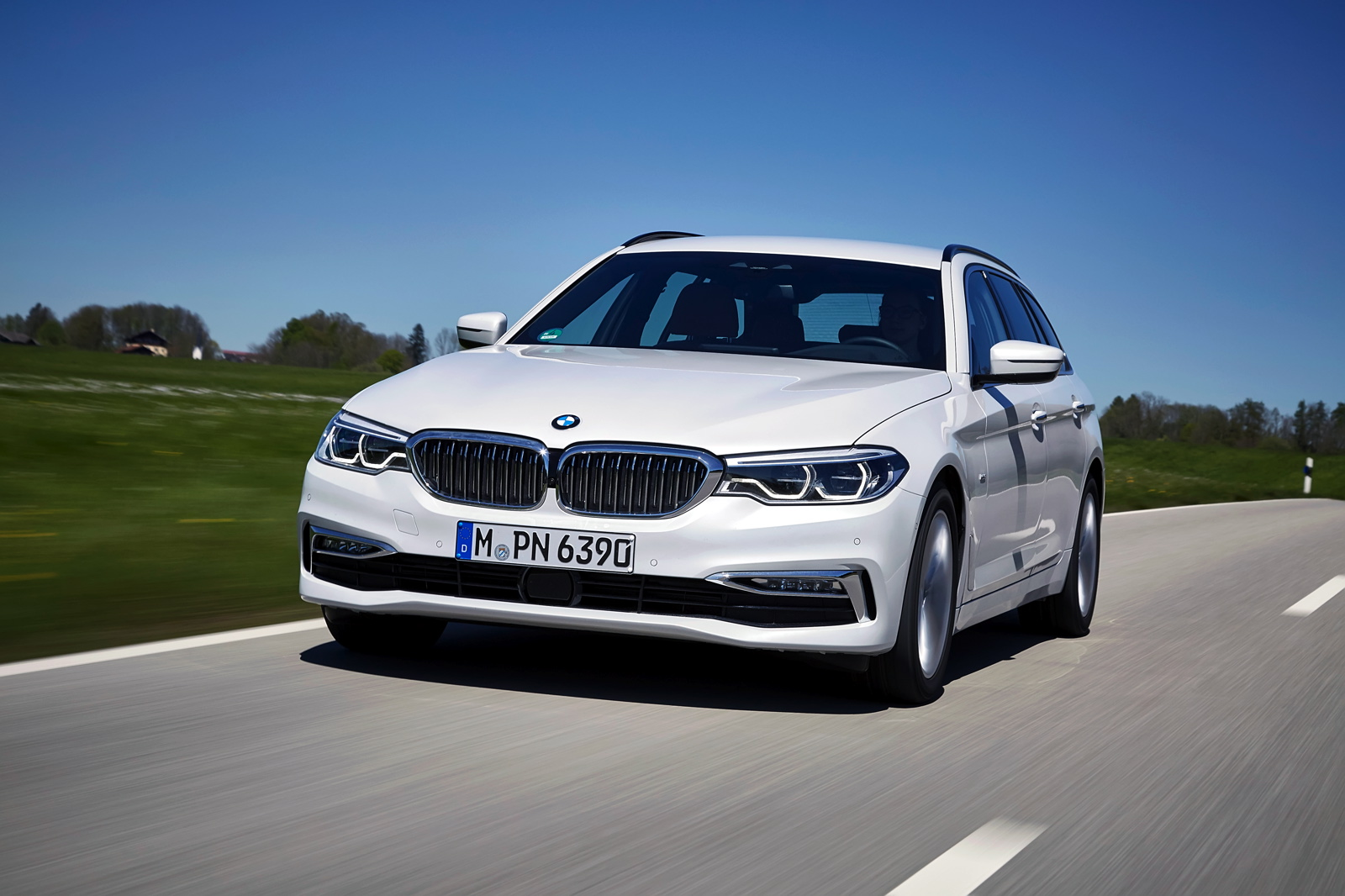 The 2017 BMW 520d Touring Goes For A Photoshoot In Europe