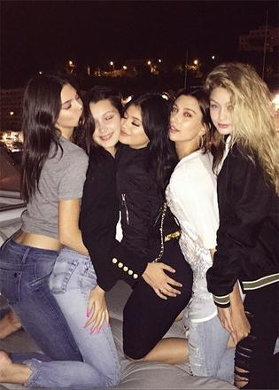 Kendall Jenner And Gigi And Bella Hadid Holiday On