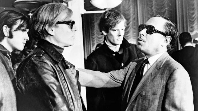 Andy Warhol (secondo da sinistra) e Tennessee Williams (estrema destra), 1967.
