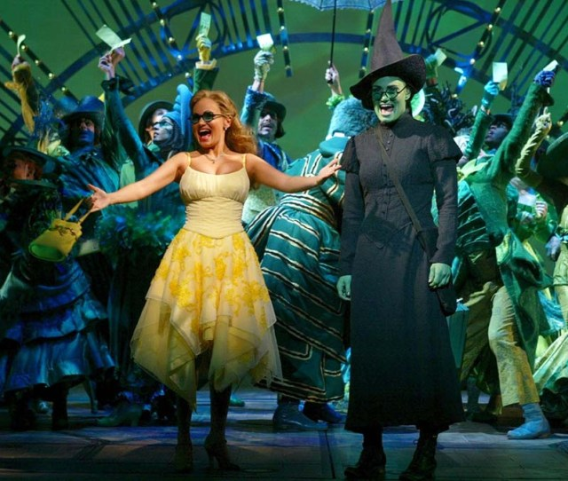 Kristin Chenoweth Idina Menzel And The Broadway Cast Of Wicked The Musical