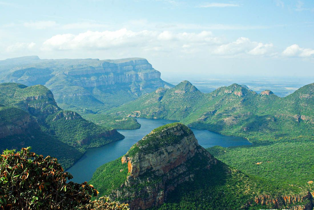 Giant's castle in the southern south african drakensberg, at 3,315 meters; Drakensberg Hostels For Budget Travellers Budget Your Trip