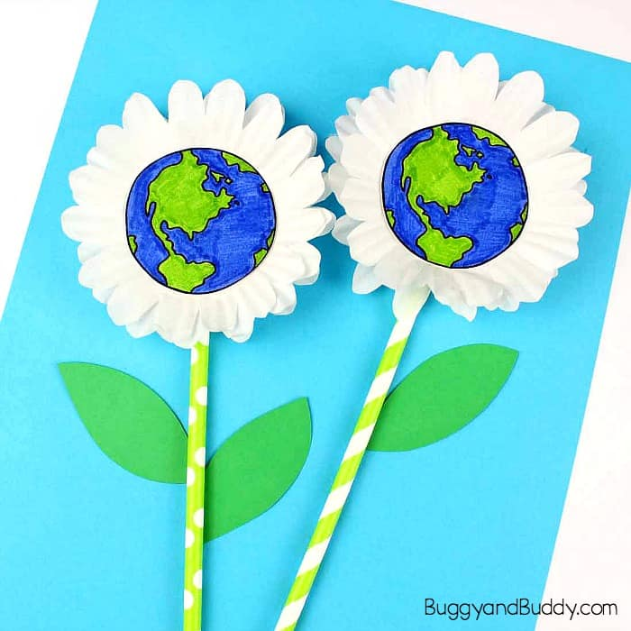 The kids are going to love this creative paint and pour earth craft. Earth Day Craft For Kids Cupcake Liner Daisy Buggy And Buddy