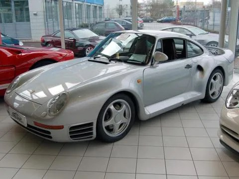 But that wasn't Gates' last Porsche. He also has a Porsche 959 in his car collection.