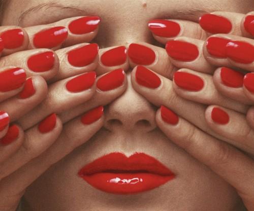 Vogue Paris, May 1970 © Guy Bourdin   Source: Courtesy