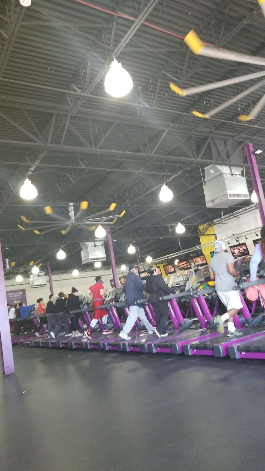 Planet Fitness, 2040 Forest Ave, Staten Island, NY (2020)