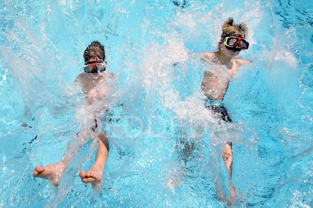 Jump 'n Splash- Swimming Pool Games