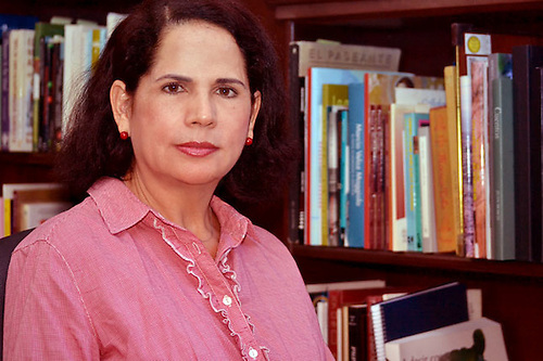 Especial 8 de marzo: El quehacer literario desde la mirada de Ángela Hernández