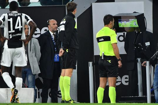 Ex Referee EPL Perverse To Ignore VAR In 2018 2019