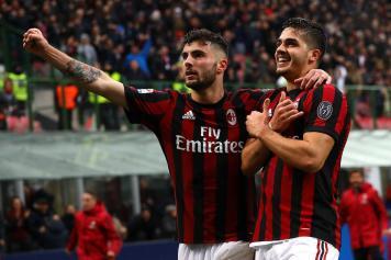 Andre Silva esultanza Cutrone braccio Milan