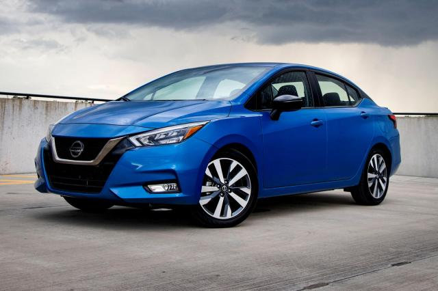 2021 nissan versa sedan trims  specs  carbuzz