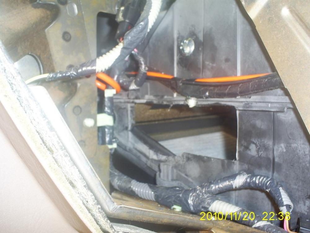 medium resolution of blend door cracked in the heater core box 1999 ford windstar blend