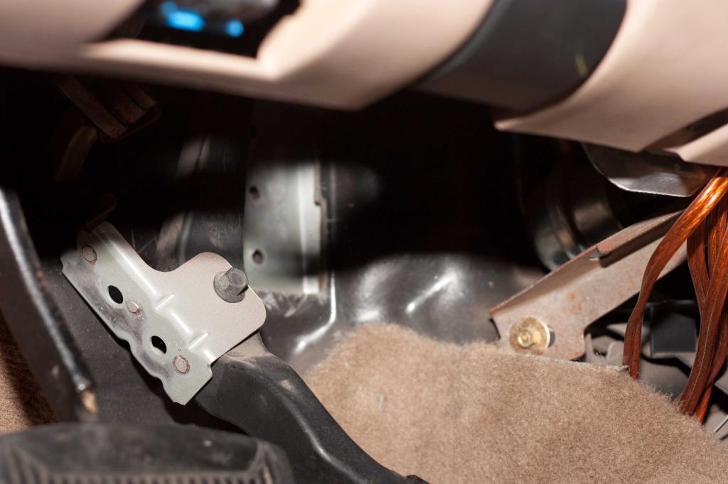 1998 Ford Explorer Accelerator Pedal Bracket Spot Welds