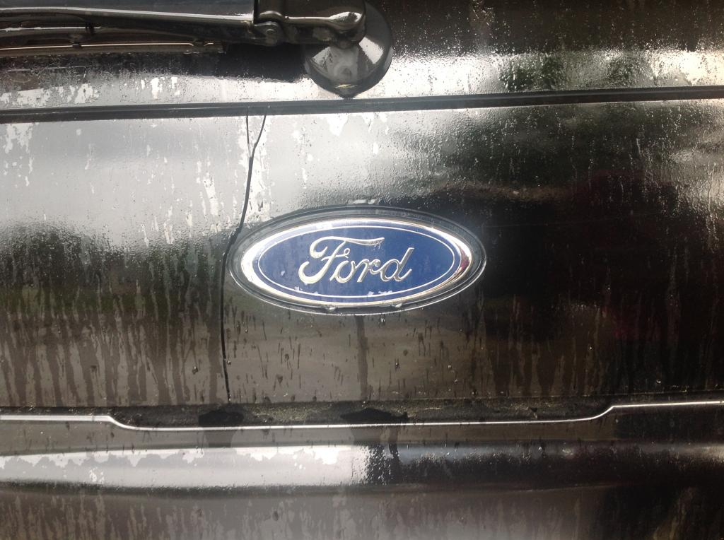 2003 Ford Explorer Cracked Panel Below The Rear Window