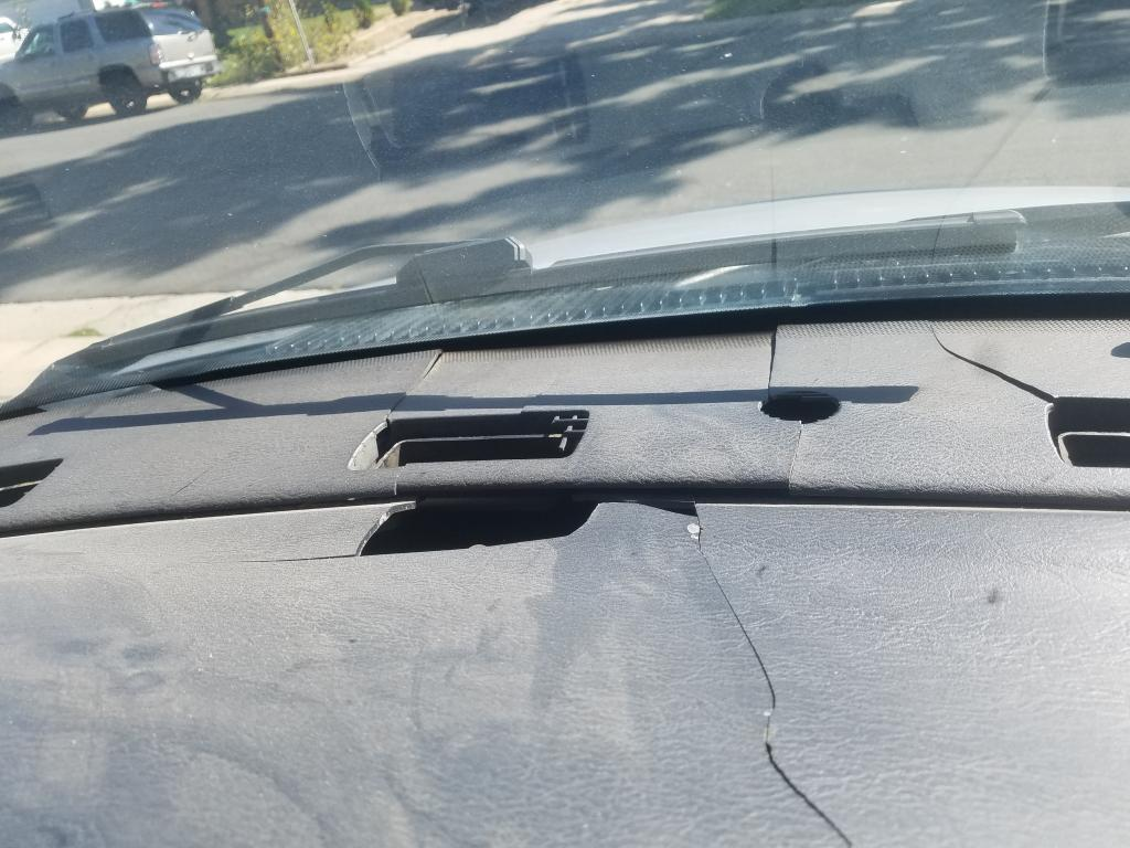hight resolution of cracks in dashboard