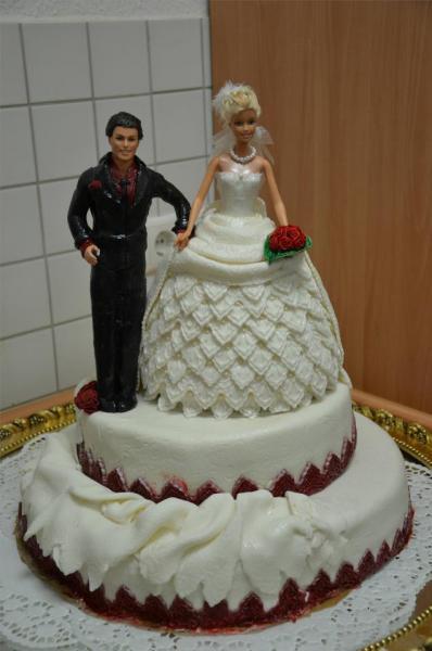 Meine erste Hochzeitstorte mit Barbie und Ken als