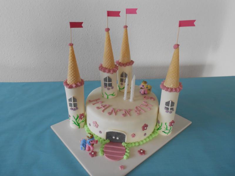 Filly Schloss Torte zum 3Geburtstag meiner Maus