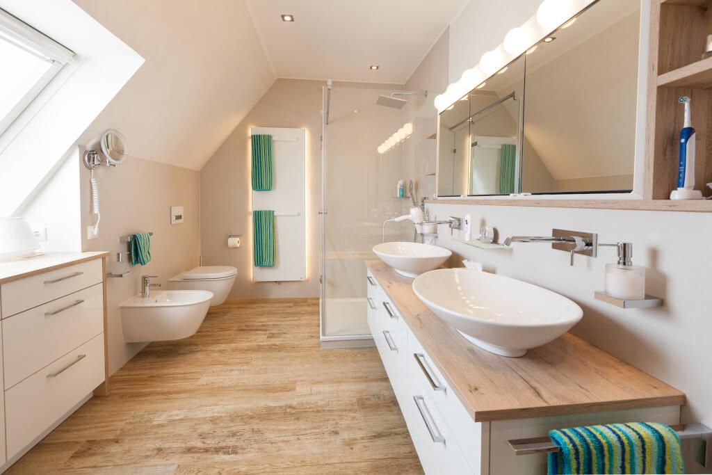 Ein neues Bad mit Dachschrge handwerklich perfekt umgesetzt Es war einmal Der Beginn eines