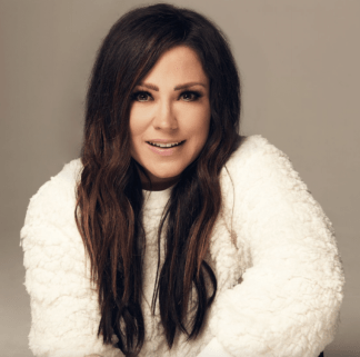 "Kari Jobe Shares How New Album ""The Blessing"" Came Out of a Difficult Struggle With Depression"