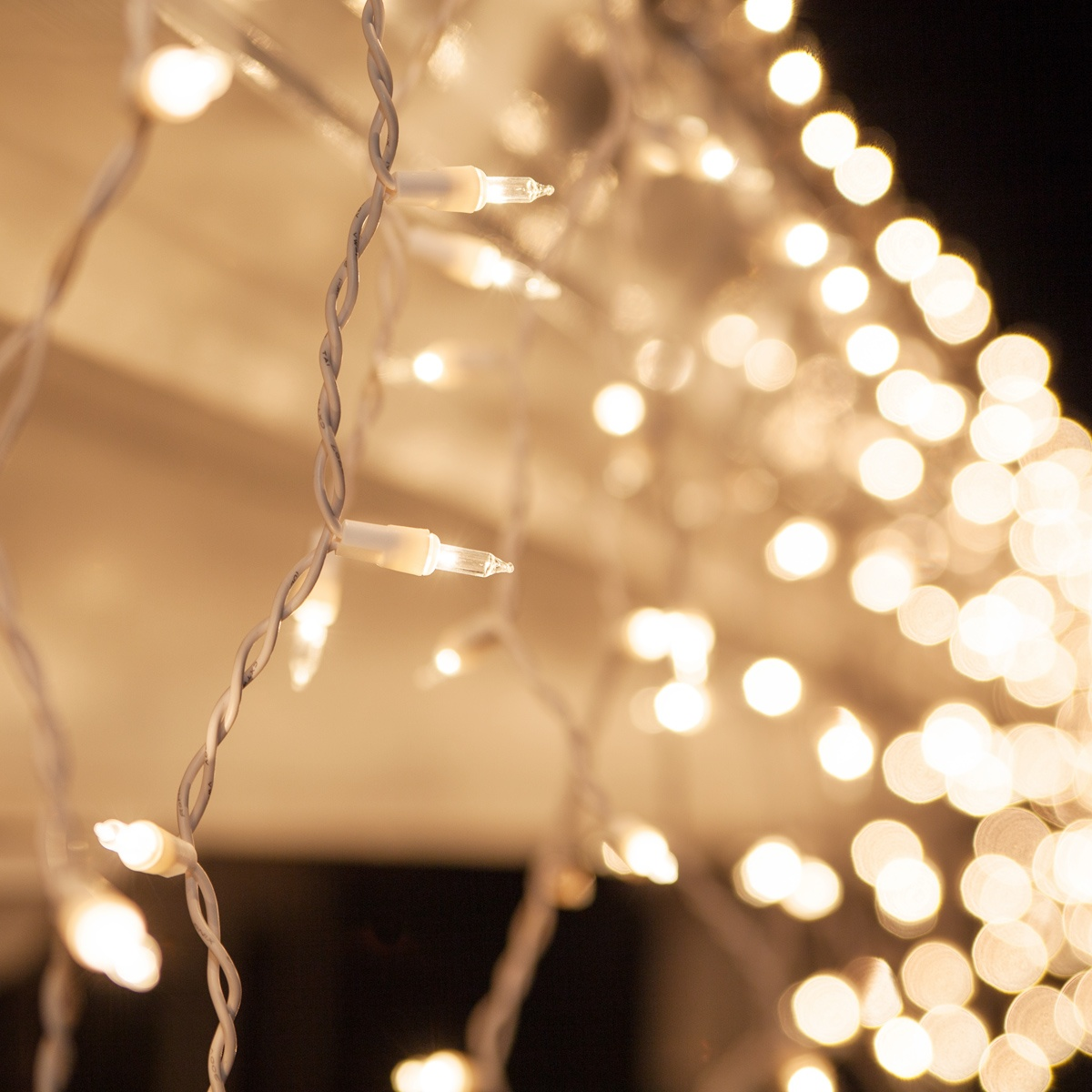 Christmas Icicle Light  100 Clear Icicle Lights White