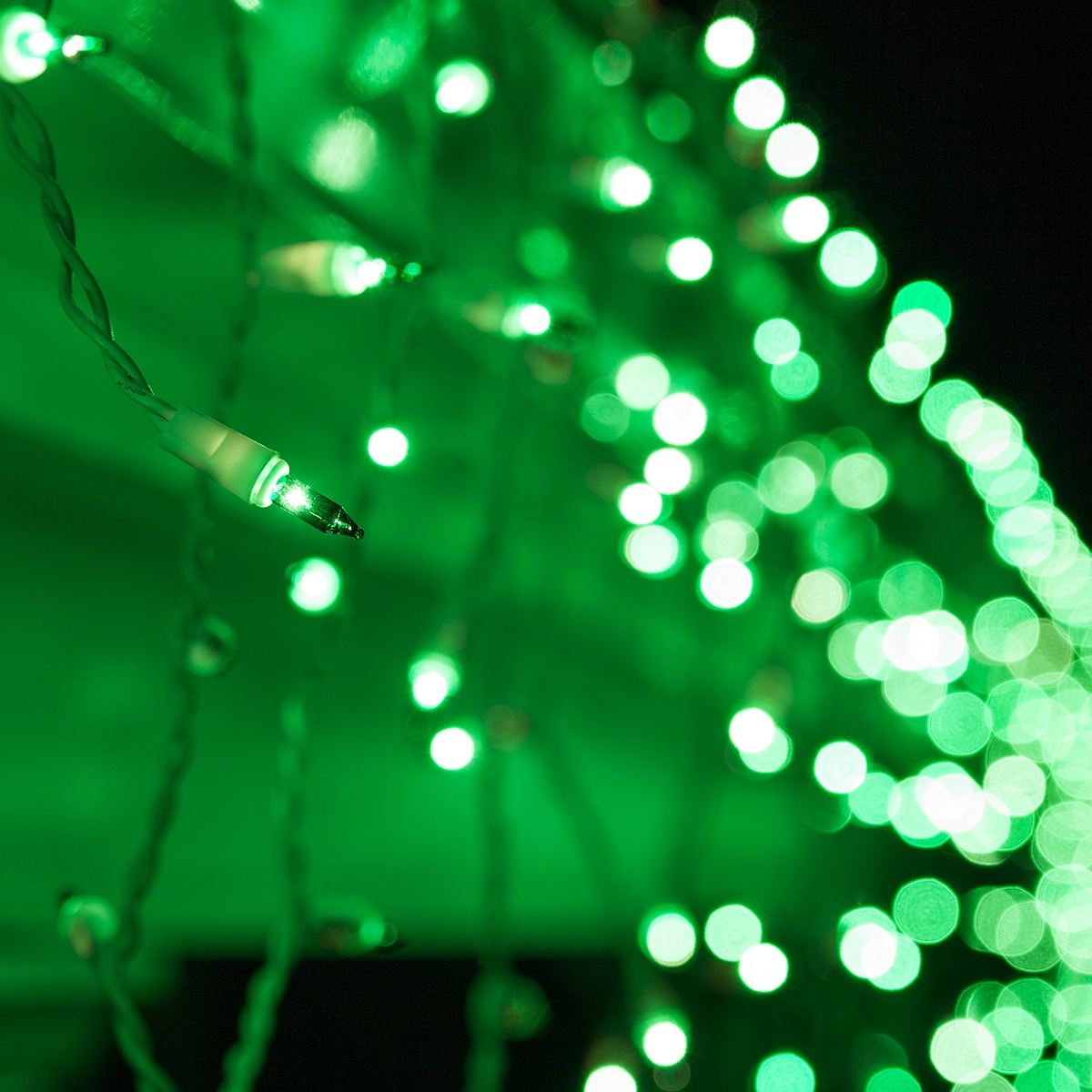 Christmas Icicle Light  100 Green Icicle Lights White Wire Short Drops