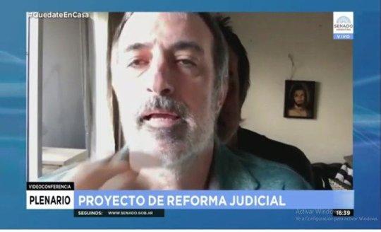 La captura de pantalla que evidencia la gigantografía de Esteban Bullrich