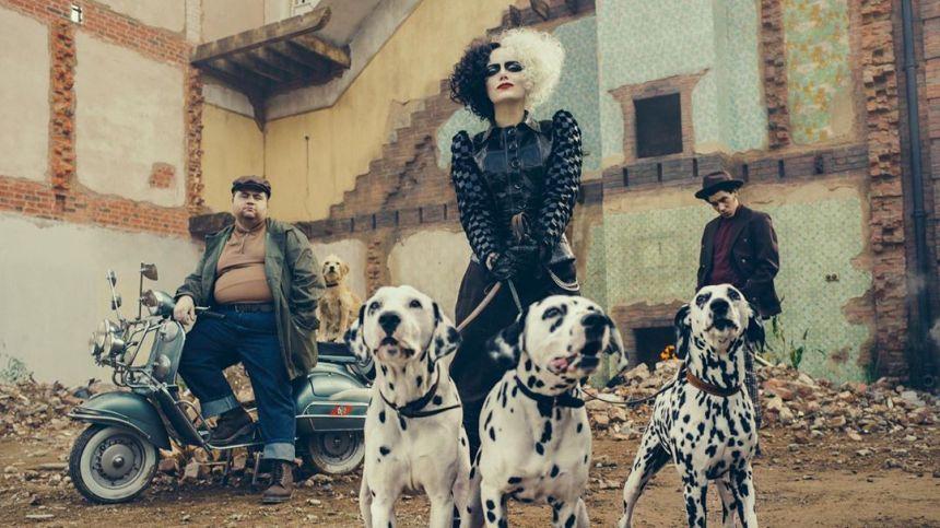 Emma Stone en su rol de Cruella.
