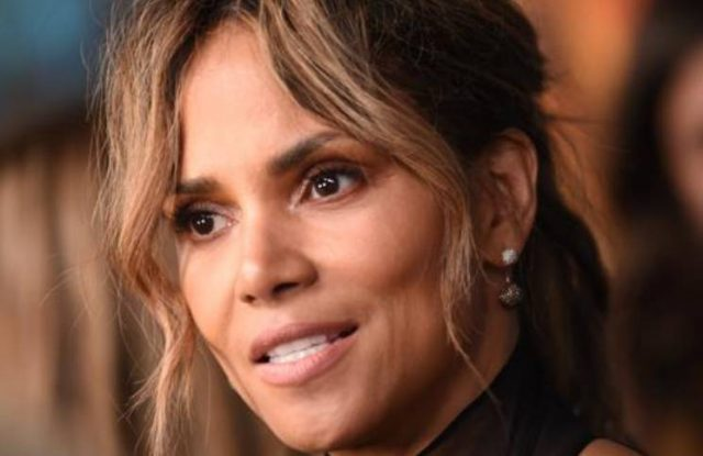Halle Berry (no make up and uncombed) shows how it is cared for in quarantine