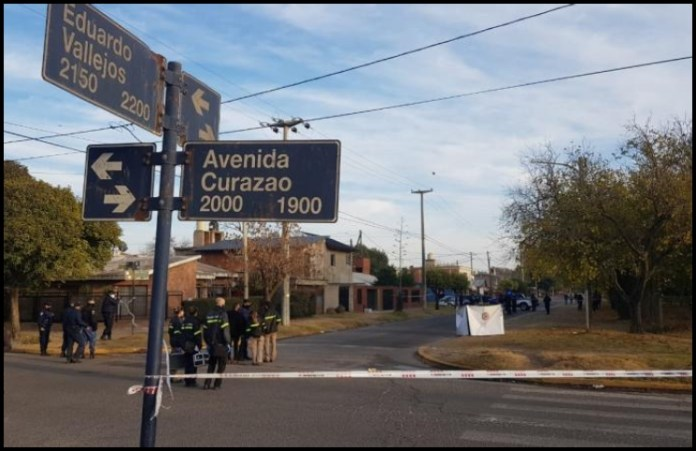 Conmoción: mataron a una mujer, de un disparo en la cabeza, mientras esperaba el colectivo