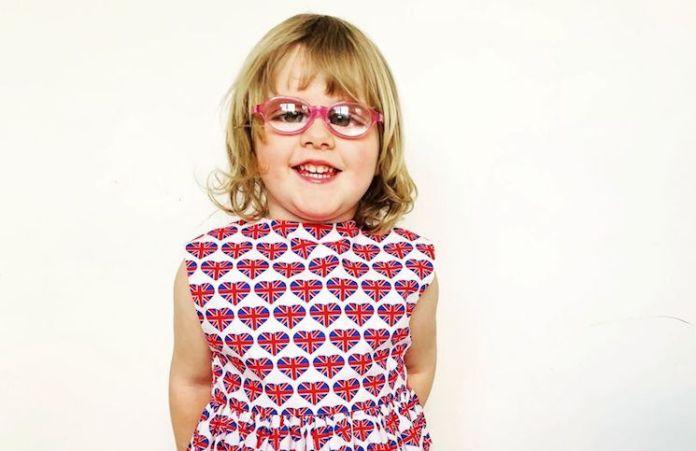 """La extraña enfermedad de una nena de 3 años: """"Mamá, mis ojos ya no funcionan"""""""