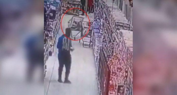 Video | Un fantasma movió un changuito de supermercado (y nadie sabe cómo explicarlo)