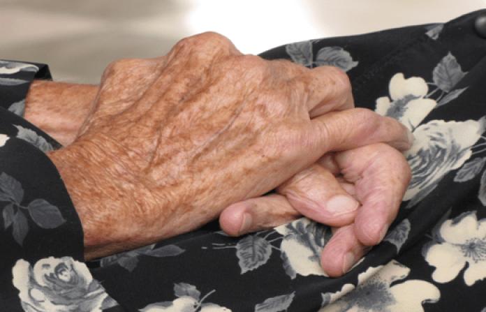 Entraron a robar a la casa de una abuela de 71 años y la tomaron de rehén