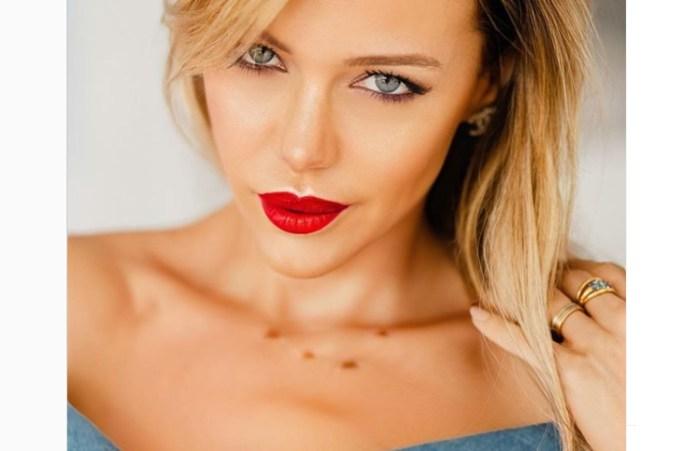 Evangelina Anderson posó más sexy que nunca (y con los labios rojos) tras las críticas