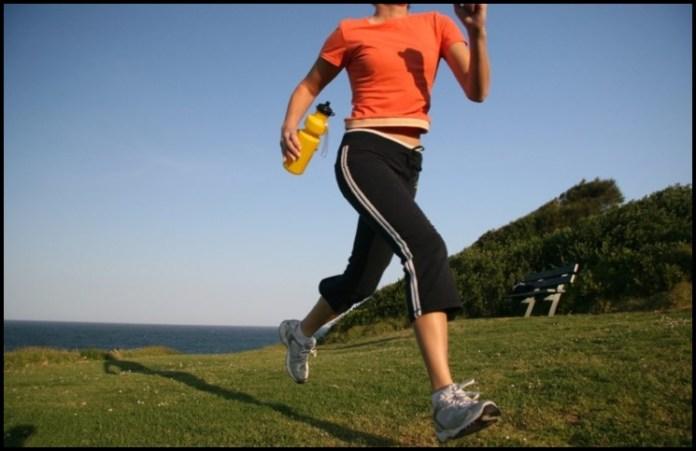 Buena alimentación y vida saludable: ejercicios fáciles para empezar a moverte desde casa