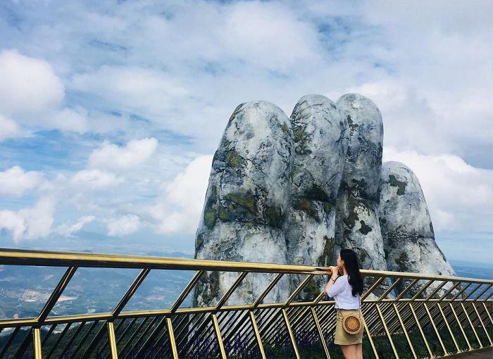 creative-design-giant-hands-bridge-ba-na-hills-vietnam-5b5ece63814b8__700.jpg