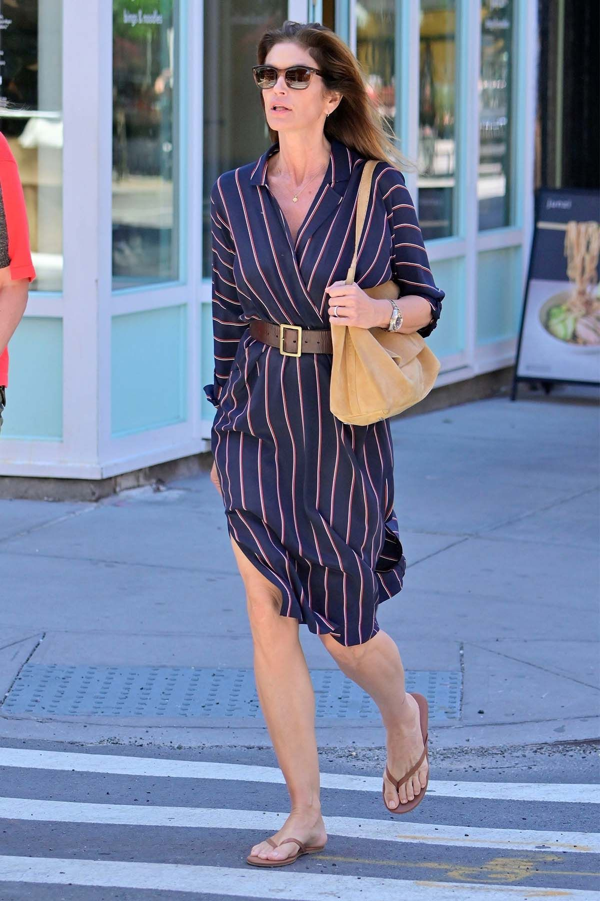 Congrats On Making Flip-Flops Look Chic in NYC, Cindy Crawford