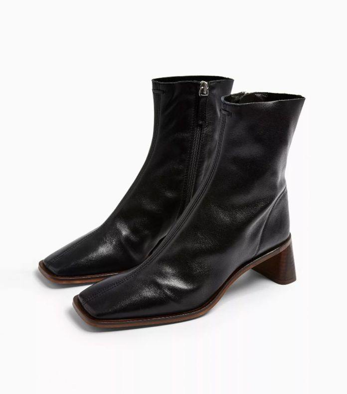 four Fall Shoe Traits Girls Over 40 Have Been Noticed Carrying on Repeat