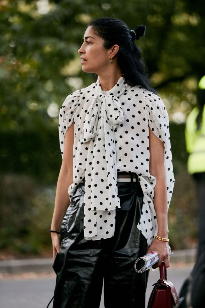 The Chic Blouse Style Fashion Girls Can't Get Enough Of Right Now