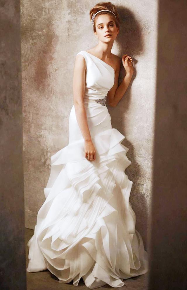 Mw Quiz Find Your Perfect Essense Of Australia Gown Modern Wedding