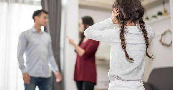 父母鬧離婚!法官問4歲女兒「想跟誰走」答案超揪心 爸媽感情將「影響子女一生」千萬別輕忽 - JUSTYOU