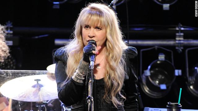 Stevie Nicks se produit en 2012.