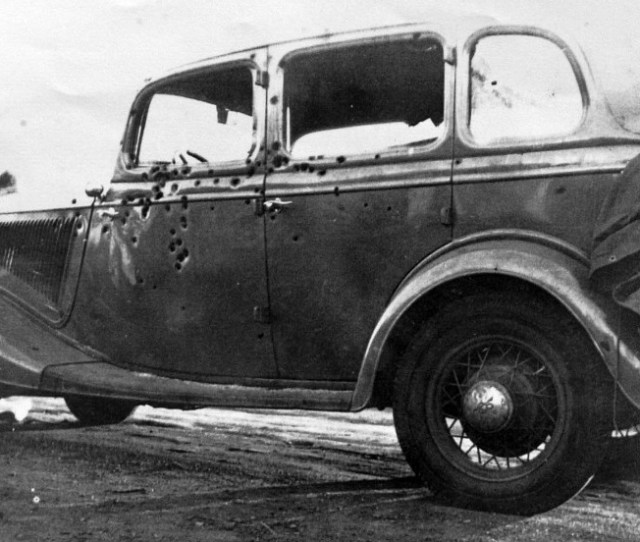 The Two Never Made It Out Of The Car It Is Believed That 167 Bullets Photos Photos Bonnie And Clyde