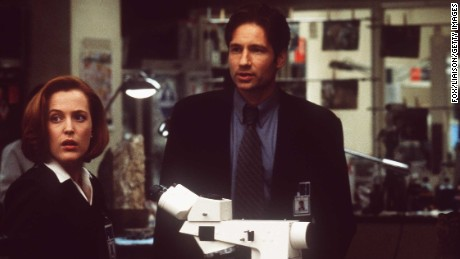 """Gillian Anderson and David Duchovny in a scene from the 1998 film """"The X-Files."""""""