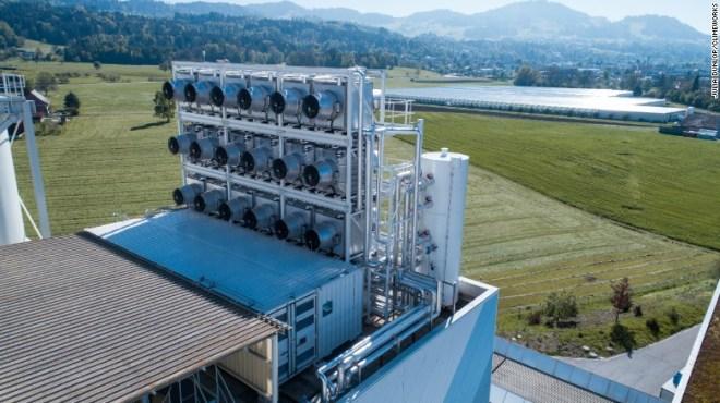 Il primo impianto di captazione d'aria diretta del mondo è stato inaugurato in Svizzera a maggio.