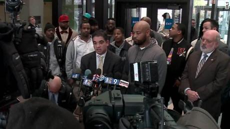 15 Männer an einem Tag entlastet - und 7 Chicagoer Polizisten von der Straße gebracht