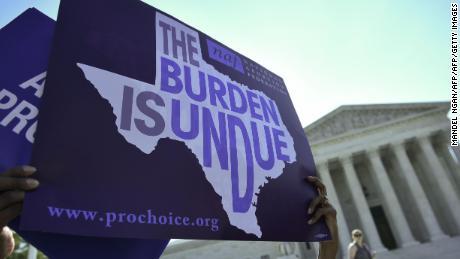 संघीय न्यायाधीश ने टेक्सास को अवरुद्ध करने का आदेश जारी किया'  6 सप्ताह का गर्भपात प्रतिबंध