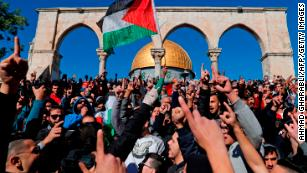 Trump's Jerusalem move: Deadly clashes erupt after Friday prayers