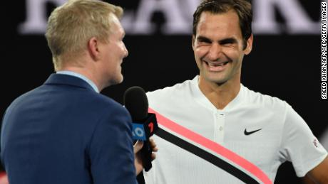 Roger Federer chats to Jim Courier.